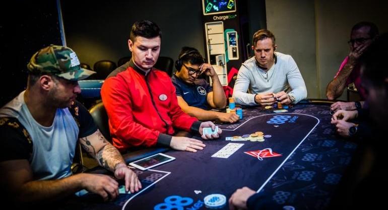 Cómo descargar 888 Póker en España de forma segura